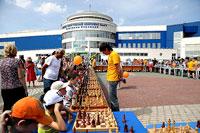 1 июня в Международный день защиты детей на площади перед УСК НИУ «Бел ГУ» С. Хоркиной прошли сеансы одновременной игры по шахматам и шашкам, которые давали члены сборной команды шахматного клуба НИУ «БелГУ» для всех желающих.