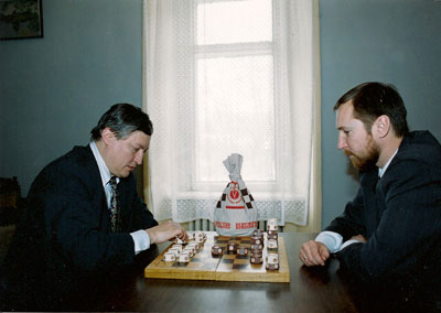А.Е. Карпов играет в Русские шахматы