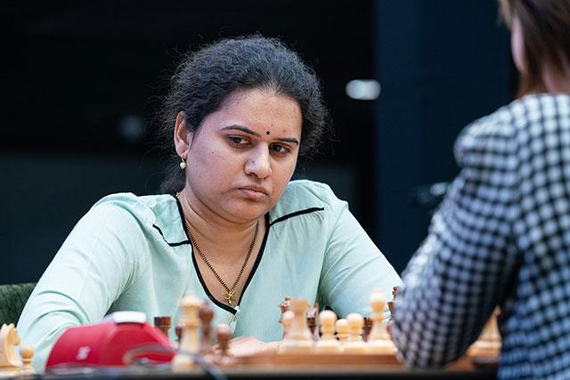 Чемпионкой мира по быстрым шахматам стала шахматистка из Индии Хампи Конеру