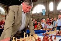 Анатолий Карпов сразится в шахматы с тюменскими призывниками